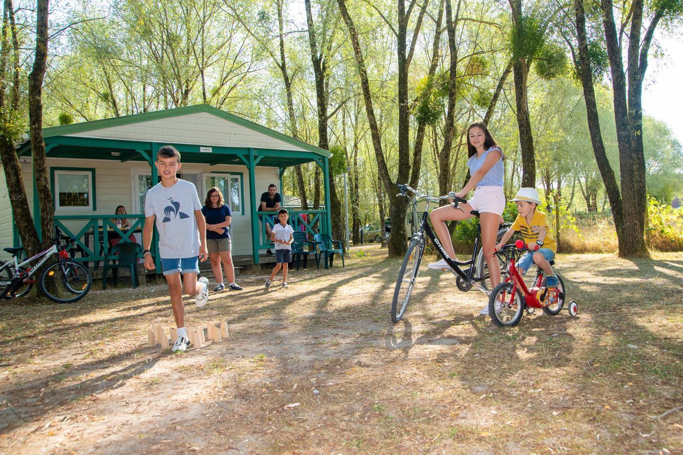 Camping Sites Et Paysages Les Saules Cheverny Jeux Chalet1 (1)