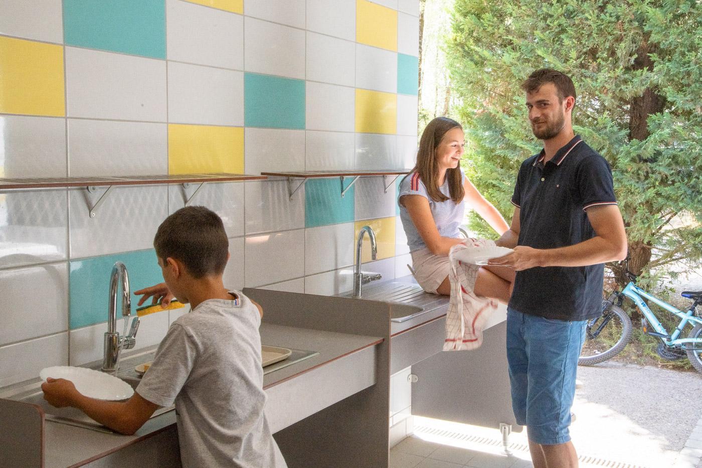Camping Sites Et Paysages Les Saules Cheverny Sanitaire Vaisselle