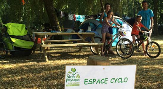 Emplacement Cyclo Camping Sites Et Paysales Les Saules à Cheverny Loire Valley